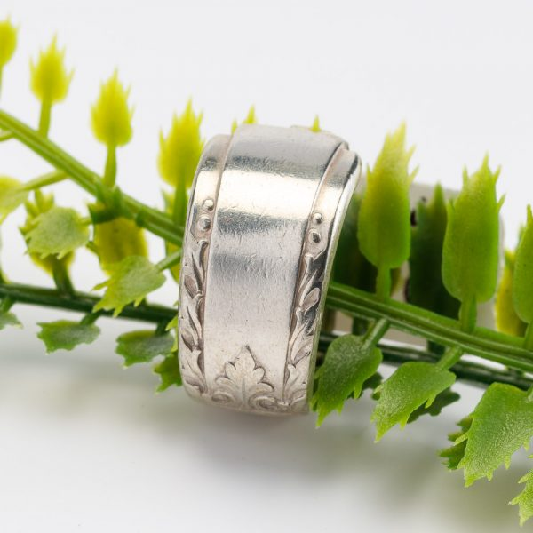 forked up vertical line ring